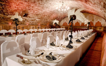 The-Ivory-Vaults-middle-table-layout-masquerade-ball-MICE-UK